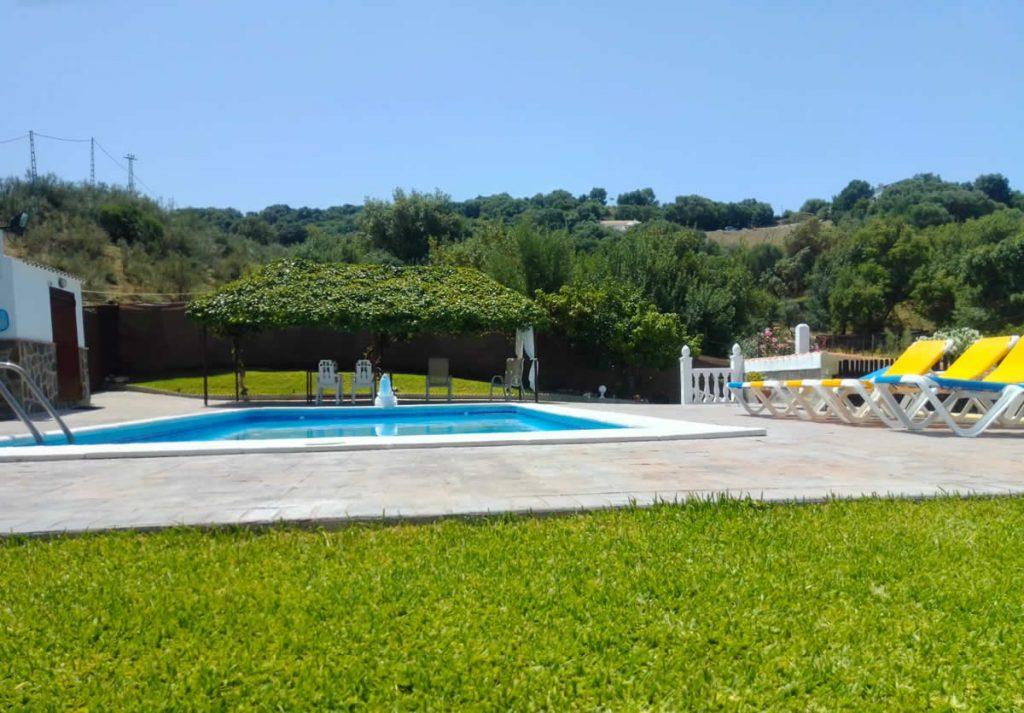 casa rural con piscina para 8 en cadiz